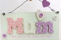 MUM I LOVE YOU TO THE MOON AND BACK 3D WOODEN HANGING SIGN GIFT BUTTONS BOXED